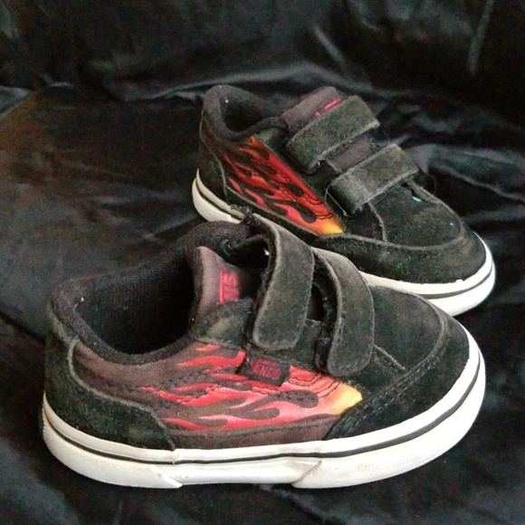 8b8aaed0 Flame on the Side Velcro Vans